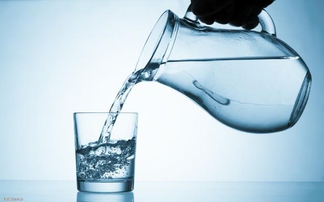 شرب 2 – 3 لترات من الماء يجعل البشرة اكثر نضارة وشباب