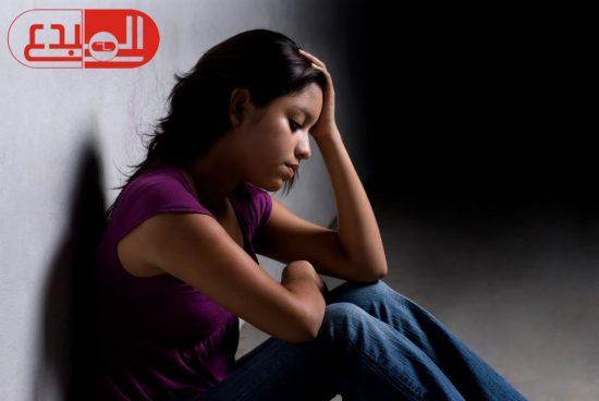 دراسة بريطانية : النساء أكثر قلقا من الرجال