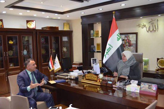 وزيرة الصحة والبيئة تناقش استحداث مستشفى لامراض الدم في مدينة الطب