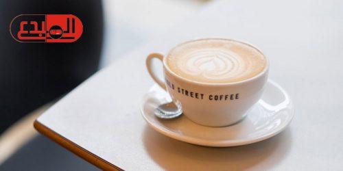 دراسة تحذر: القهوة تحفز الرغبة على تناول الحلويات وتزيد الوزن