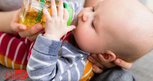 أطباء يحذرون من عصير الفاكهة للأطفال دون السنة