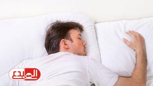 النوم على البطن: خطير على الصحة وأضراره كثيرة!