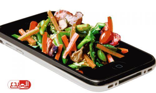 تحذير من استخدام الهاتف أثناء الأكل